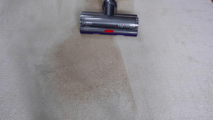 Dyson V11 deep cleaning on mid pile carpet