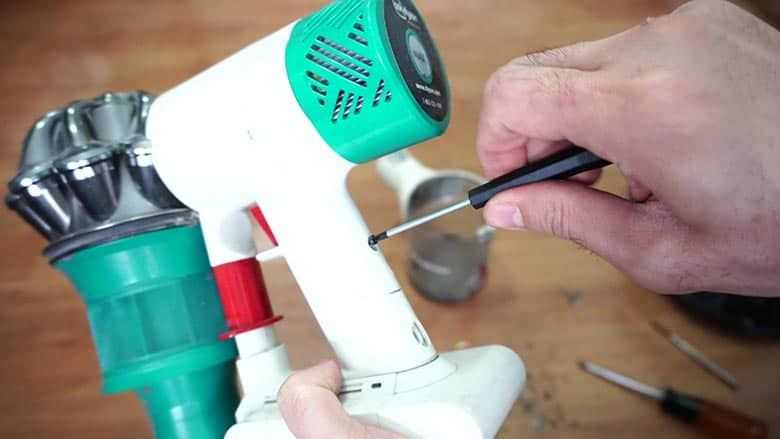Dyson V6 replacing battery step 5: attaching the battery