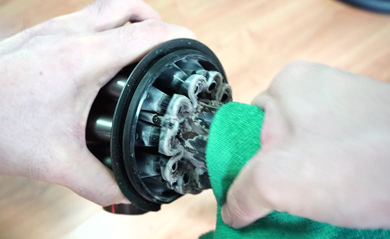 Dyson V8 remove inner cyclone shell