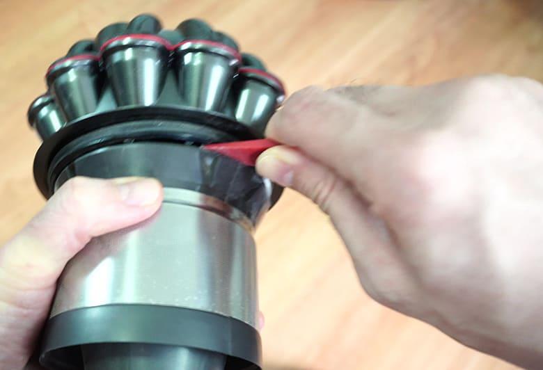 Dyson V8 removing mesh filter