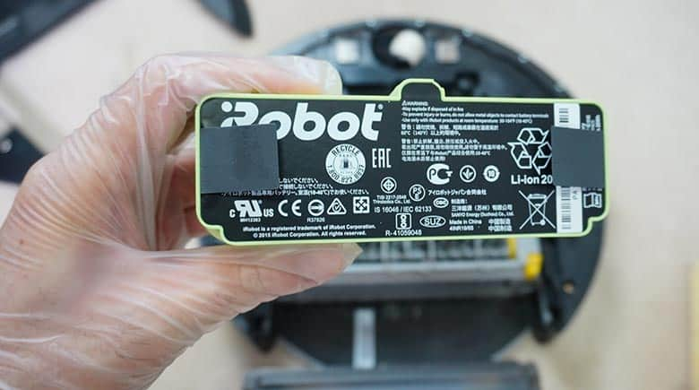 Roomba 690 battery close up