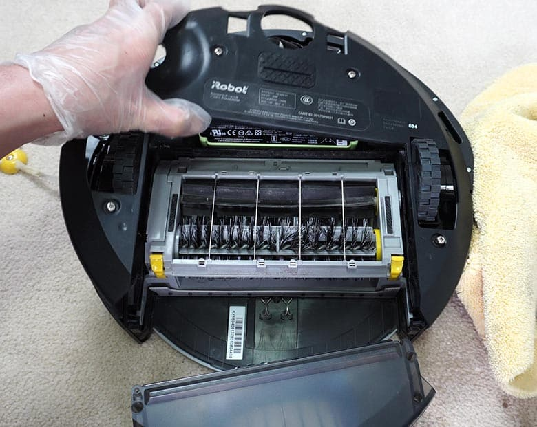 Remove Roomba 690 base plate
