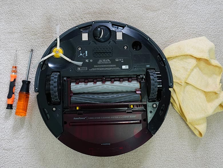Tools you need for cleaning the Roomba 980