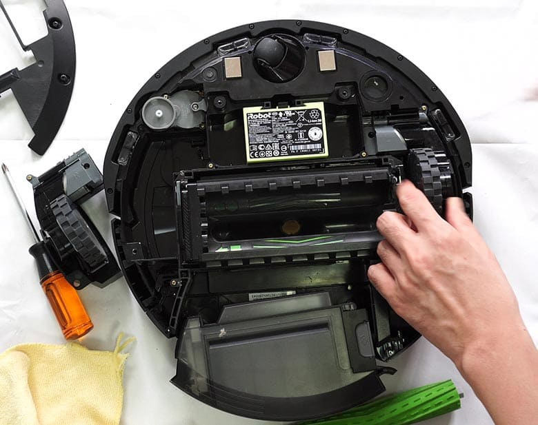 Reattaching Roomba E5 side wheel