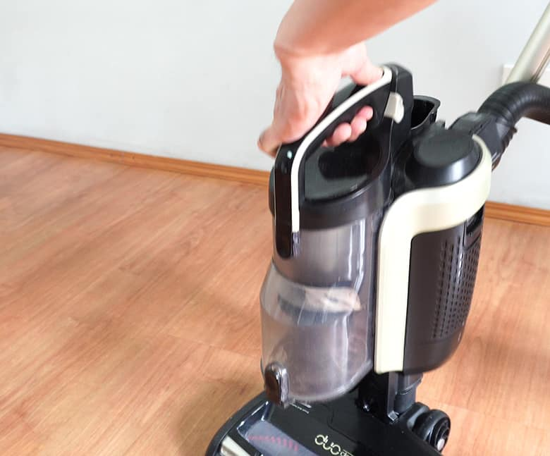 How to remove Shark Duo Clean roller step 2