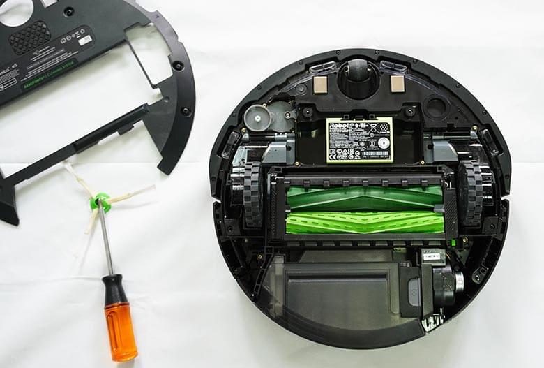 Removing Roomba E5 base plate