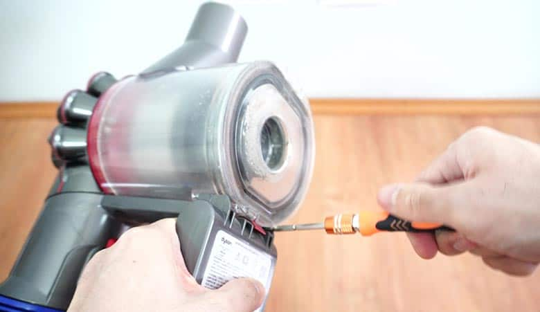 Removing first bold underneath the Dyson V8