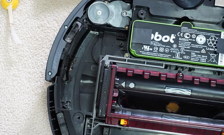 Roomba 980 debris underneath side wheel