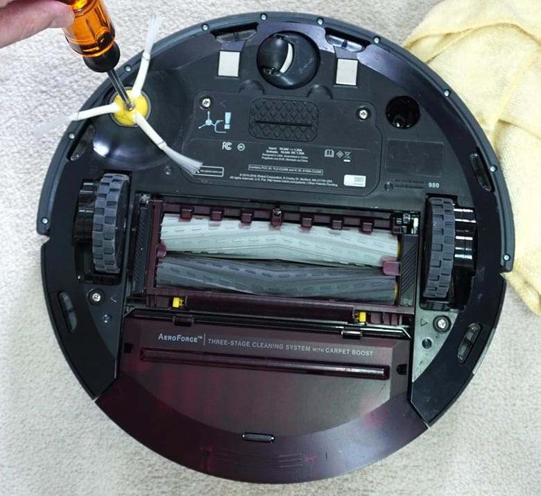 Removing the Roomba 980 side brush