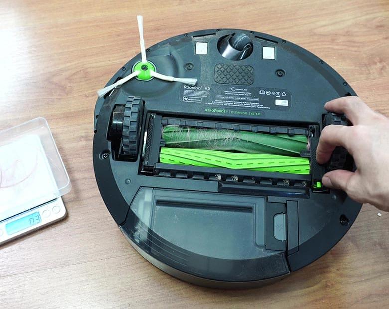 Roomba E5 hair on roller