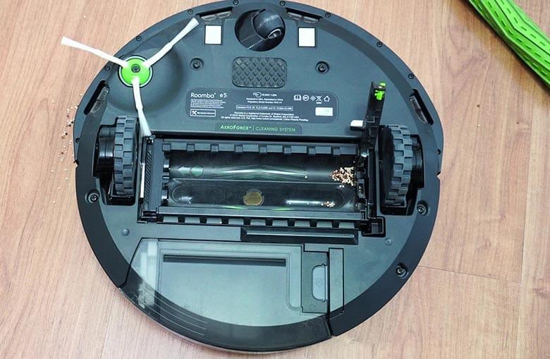 Roomba E5 quinoa on brush assembly