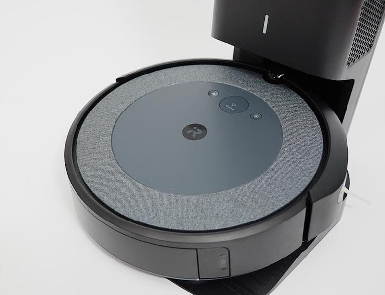 Roomba I3 front view