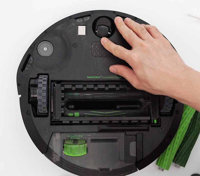 Roomba I3 reattach base plate