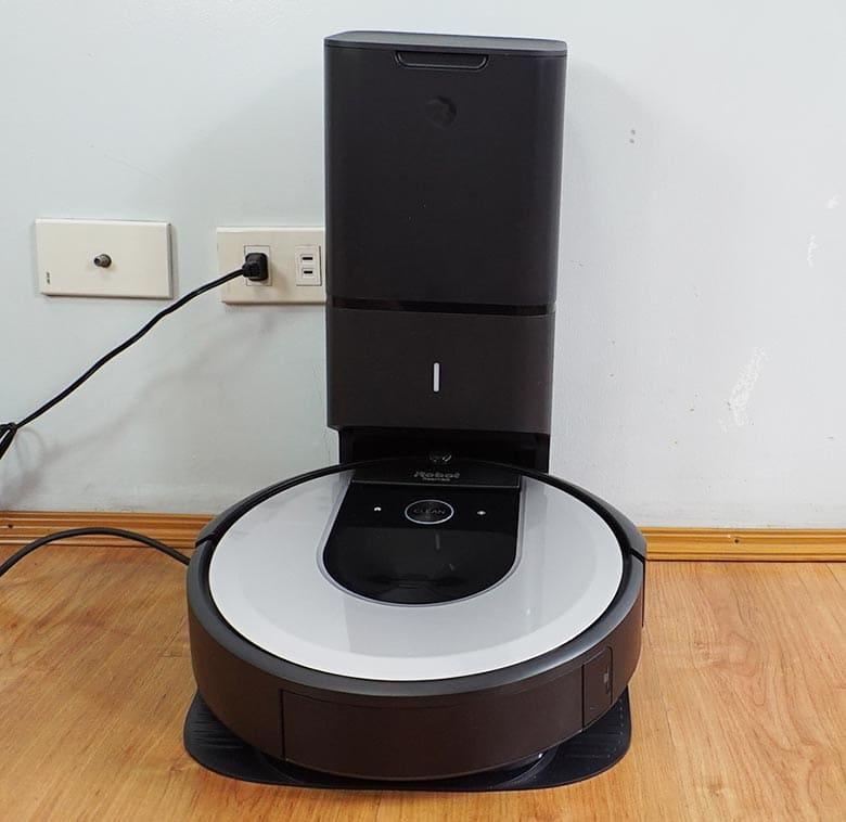 Roomba I6 Auto Empty Station