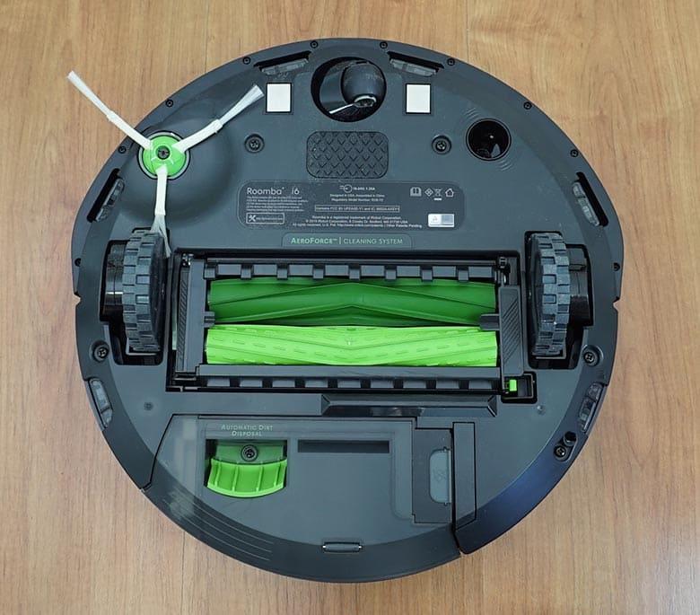 Roomba I6+ underneath