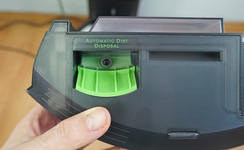 Roomba I6 dustbin slot