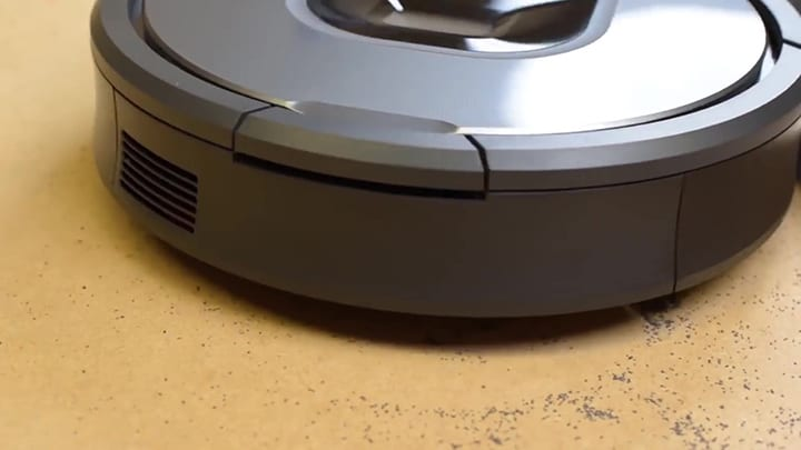 Roomba 960 on Hard Floor
