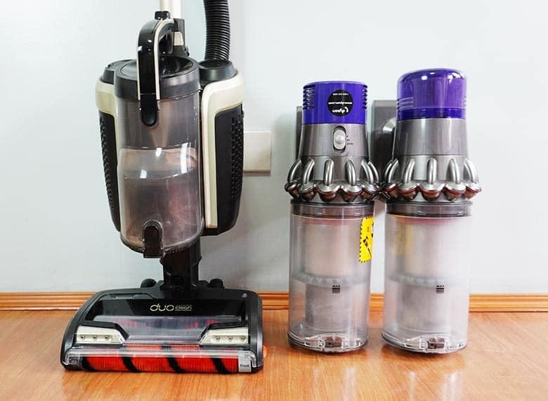Shark ION P50 vs Dyson V10 vs V11 dust bin comparison
