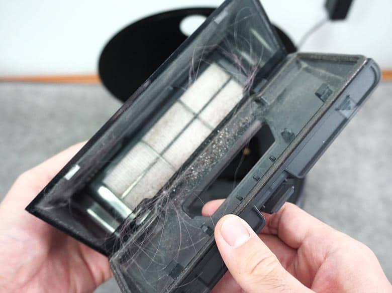 Viomi V3 dust bin after hair wrap test on carpet