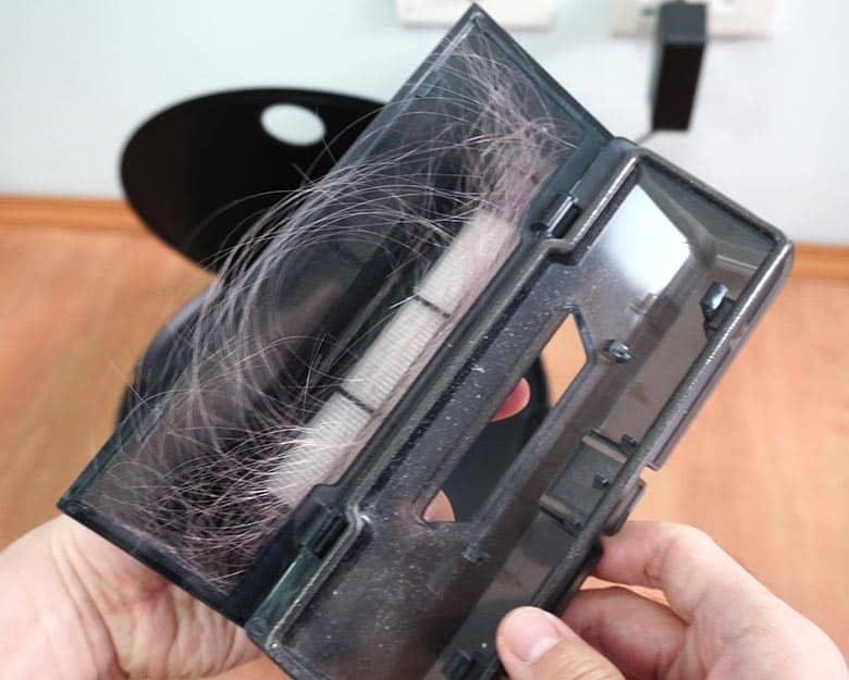 Viomi V3 hair in dust bin