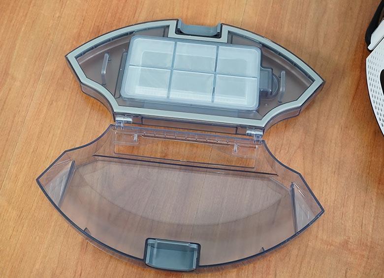 Yeedi K650 dustbin open