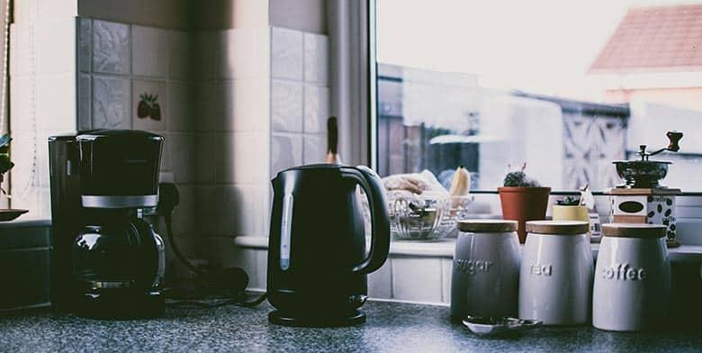 Using vinegar to clean coffee maker